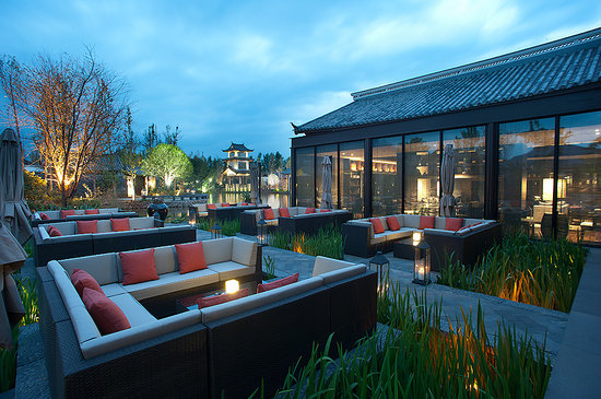 Pullman Lijiang Resort & Spa: Pullman Lijiang - 1919Bar outdoor