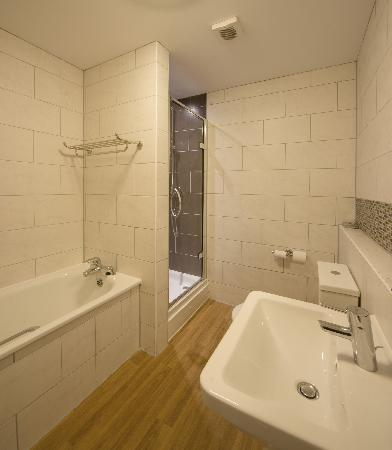 Bay Torbay Hotel: 216 Bathroom