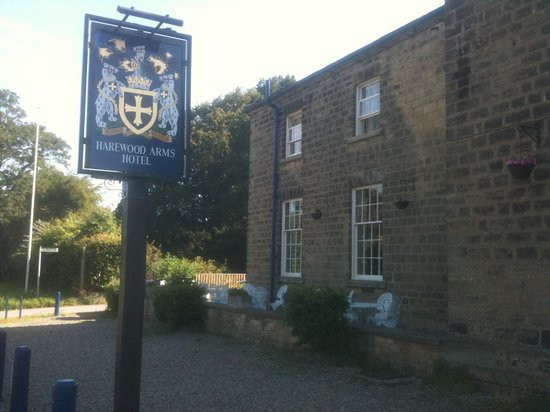 The Harewood Arms Hotel: Harewood Arms