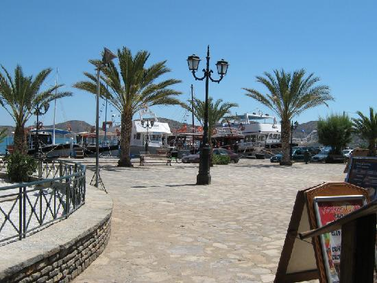 Hotel Aristea: Elounda harbour and square -  outside hotel