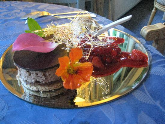 Saint-Saud-Lacoussiere, France: One of the wonderful desserts