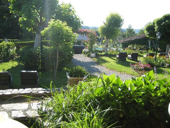 Hostellerie Saint-Jacques: Garden