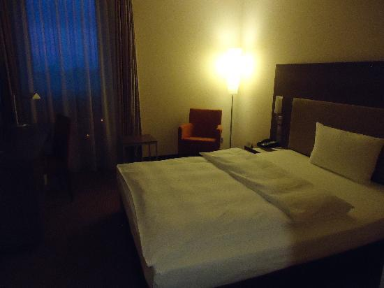 InterCityHotel Berlin-Brandenburg Airport: my room