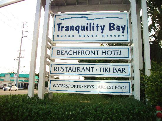 Tranquility Bay Beach House Resort: Can't miss their sign from the road