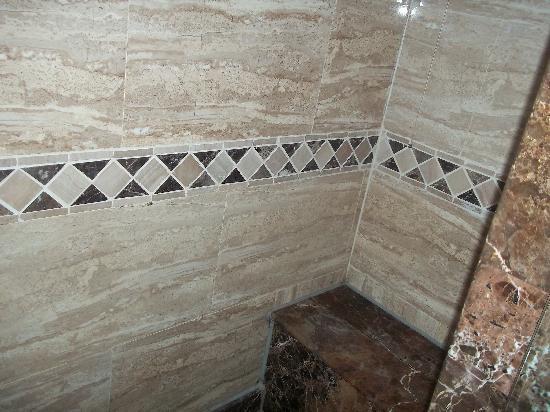 Tirana Aqua Park Resort: seat in the shower