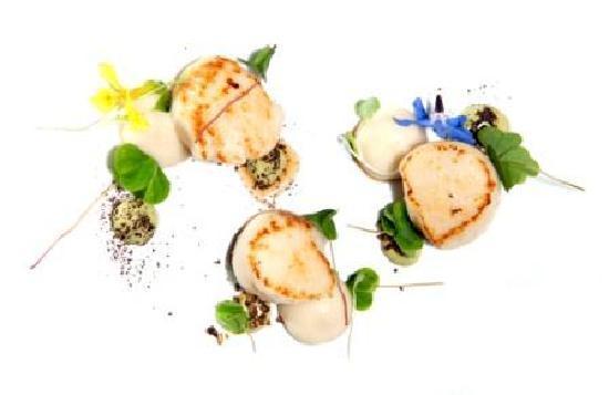 Aniar Restaurant: Scallop, oyster, dillisk, woodsorrel, smoked potato