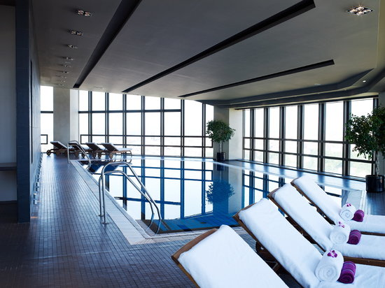 Corinthia Hotel Prague: Swimming Pool on the 26th floor