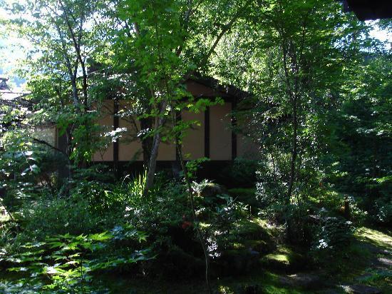 Yumoto Choza: 部屋から見える庭、セレブになった気分