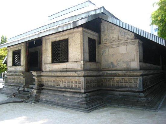 Hukuru Miskiiy (Old Friday Mosque): Hukuru Miskiiy front view
