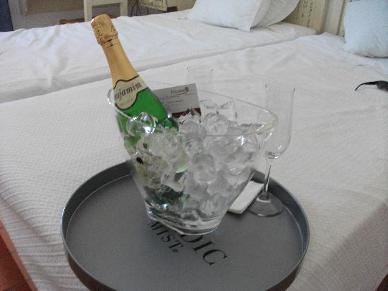 Albufeira Beach Hotel: Birthday bubbly gift from hotel staff