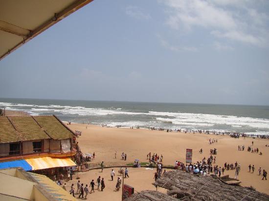 Calangute Residency: Balcony view of Calangute beach