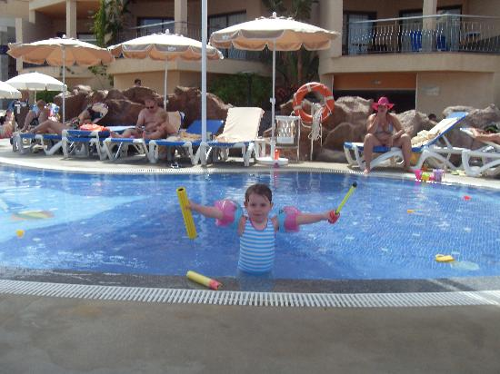 ClubHotel Riu Buena Vista : Kids pool with cover.