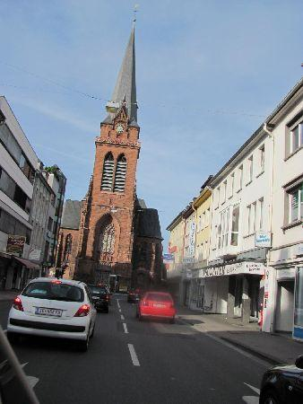 Heilig Kreuz Kirche: located at a busy traffic main road