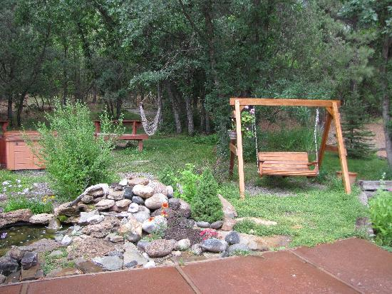 Country Sunshine Bed and Breakfast: An oasis near the entrance