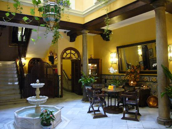 Reina Cristina Hotel: otra más