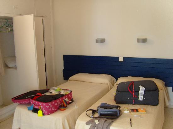 Apartamentos Playa Torrecilla: first bedroom