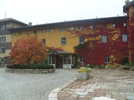 Albergo L'Ostelliere Villa Sparina Resort: L'entrata dell'Hotel