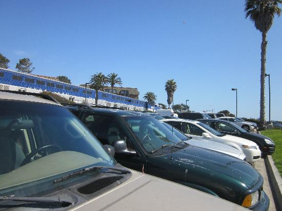 Del Mar City Beach: Del Mar Beach - view of Amtrak train from the parking lot