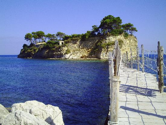 Laganas, اليونان: cameo island near laganas