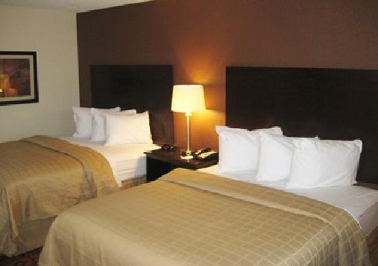 Quality Inn & Suites Airport: Guest Room 2 Queens