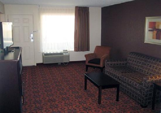 Quality Inn & Suites Airport: Suite