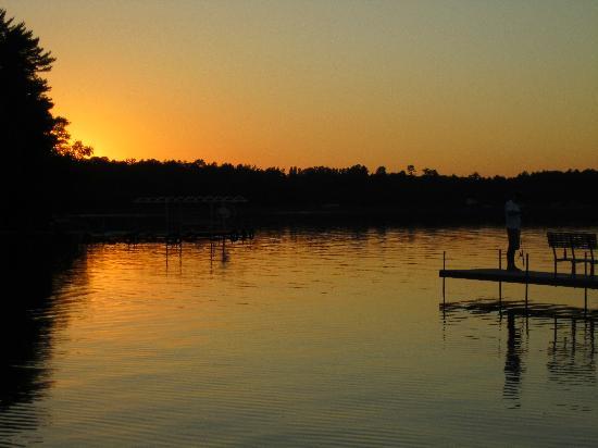 جود أول دايز ريزورت: Looking out from the shoreline @ sunset