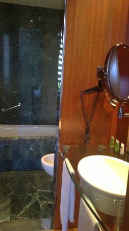 AC Hotel Aitana: baño-2