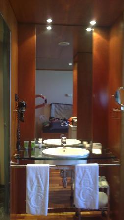 AC Hotel Aitana: baño-3