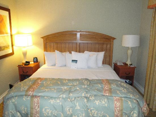 Homewood Suites by Hilton Palm Beach Gardens: King-Sized Bed
