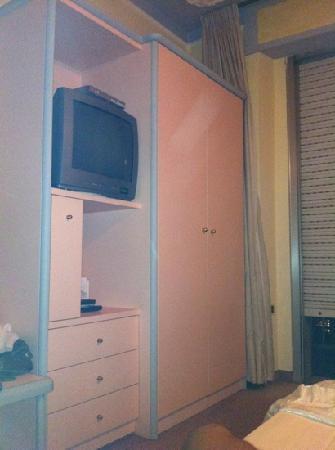 Hotel Grazia Deledda : camera da letto sesto piano