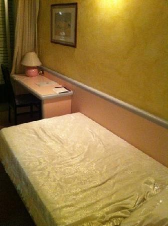 Hotel Grazia Deledda : camera da letto