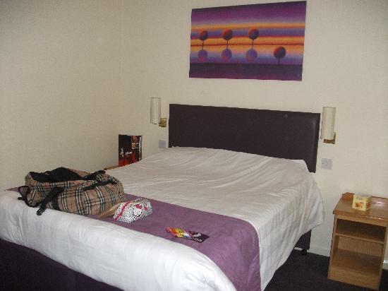 Premier Inn London Croydon South (A212) Hotel : The room