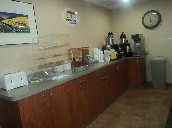 Super 8 Hagerstown: Breakfast bar