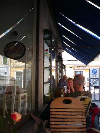 Marais: The sidewalk cafe