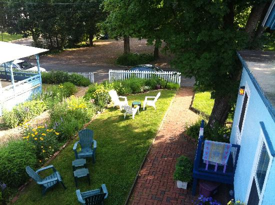 Narragansett House: stairs by our room down to lawn with chairs