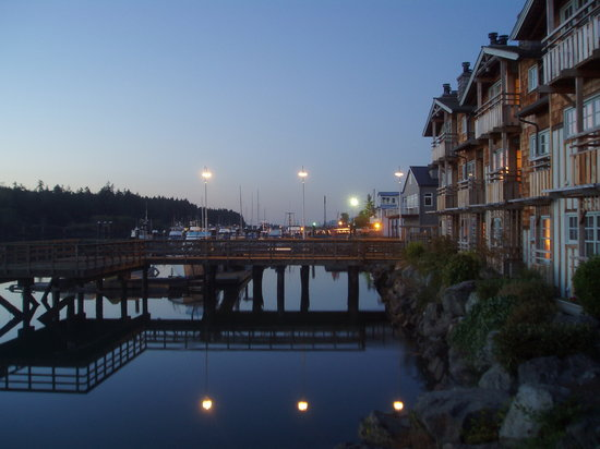 La Conner, WA: A wonderful water view in the moonlight