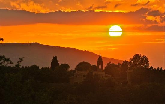 Reggello, Italie : Tuscan sunset from the patio