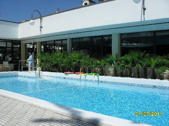 Grand Hotel Trieste & Victoria: бассейн