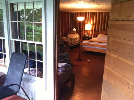 Wilderness Lodge: screened in porch off cabin entrance