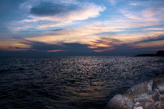 Hotel Laguna Materada: la mer, le soir  à quelques pas de l'hotel