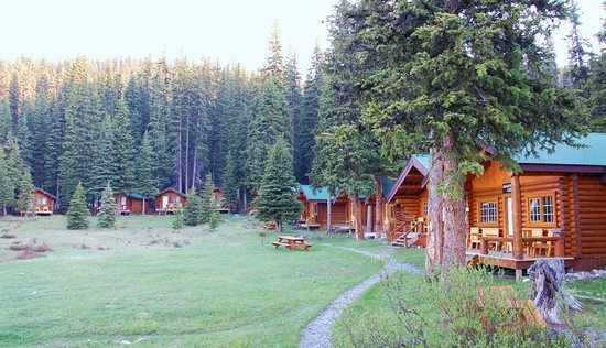 The cabins at Shadow Lake Lodge