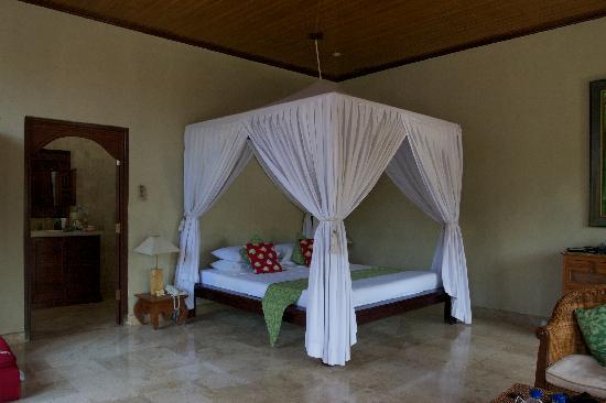 Mandala Desa: Room