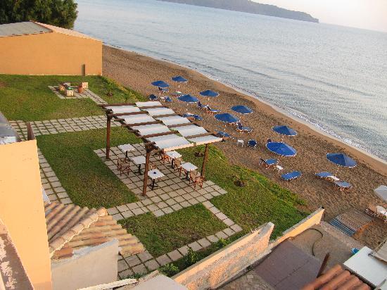 Kato Stalos Mare Hotel : Utsikt från terassen