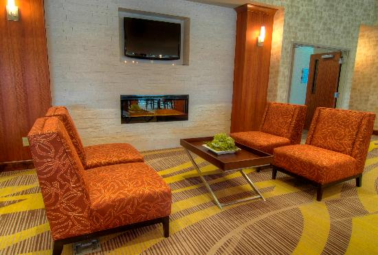 Holiday Inn Express & Suites Conway: Breakfast Seating