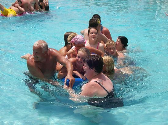 Louis Imperial Beach : canoe relay race in pool