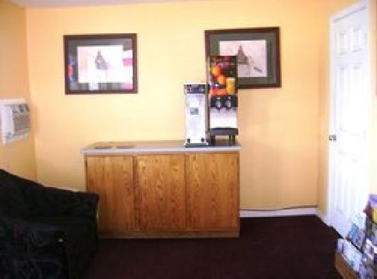 Executive Inn & Suites: breakfast Area