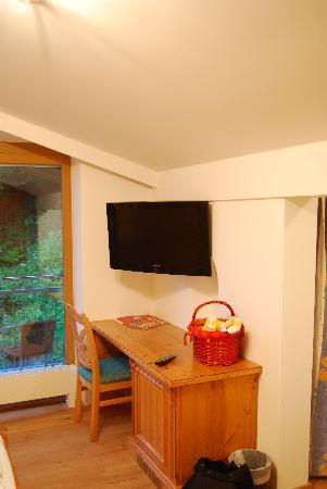 Amiamo Familotel Zell am See: Die TV-Ecke im Elternzimmer