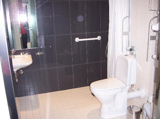 Clarion Hotel Bergen Airport: bathroom