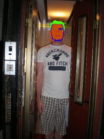 Interno5: tiny elevator :)
