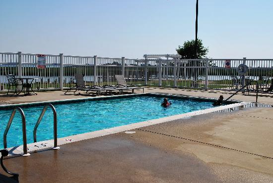 Holiday Inn Express Kent Island: The waterfront pool!